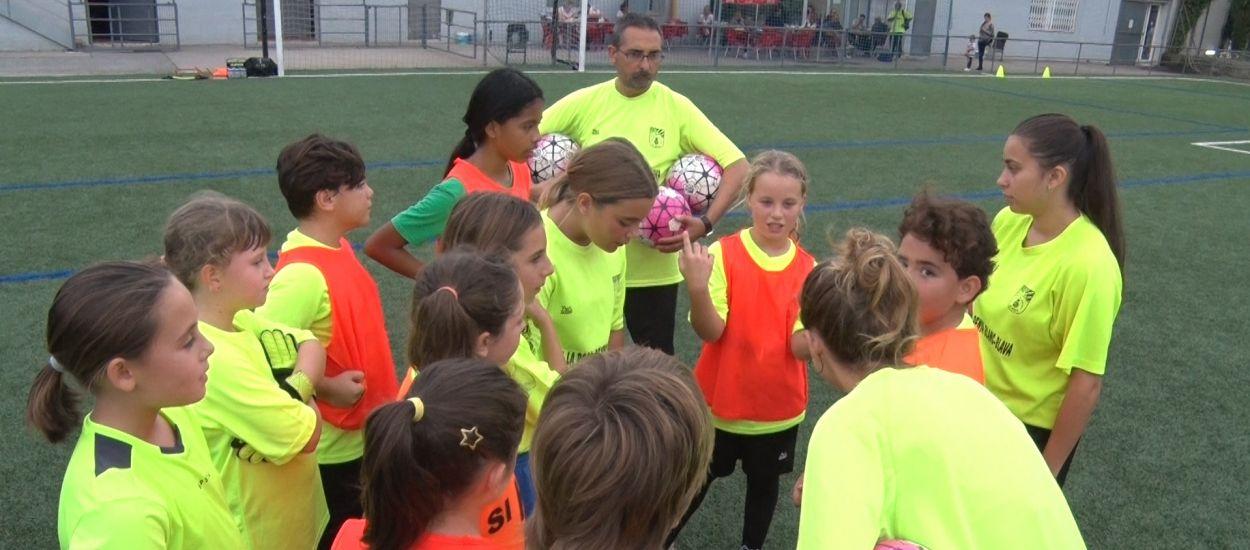 El CF La Roca Penya Blanc Blava, més de dues dècades ajudant a fer créixer el futbol femení