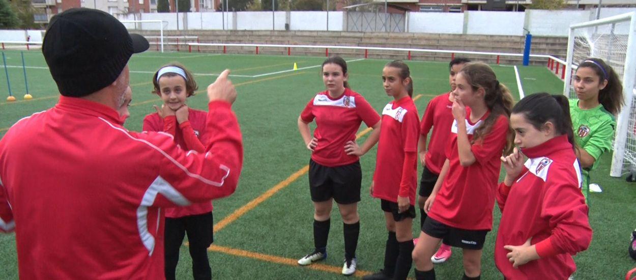 La UE Castellar del Vallès, entrega i dedicació per seguir creixent en futbol femení