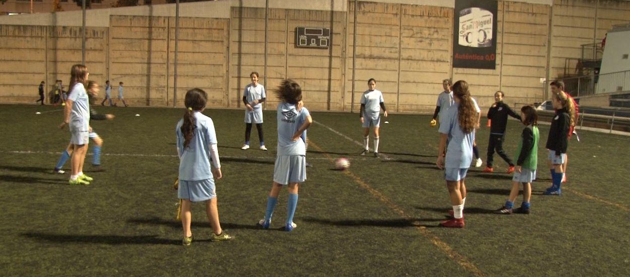 El Club Esportiu Europa, consolidant les bases del futbol femení del futur