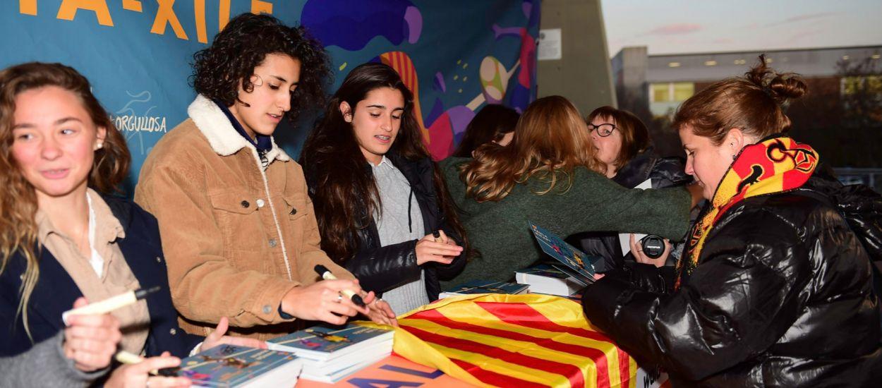 Les futbolistes catalanes, orgulloses de disputar el Catalunya-Xile