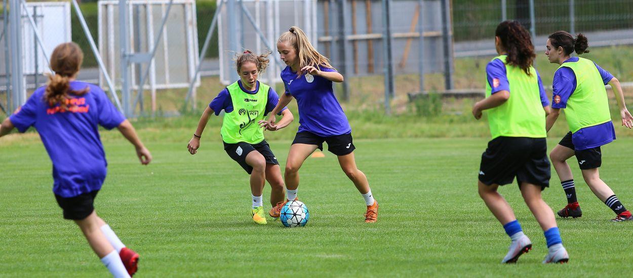 Iniciat el segon torn del 7è Campus de Futbol Femení a Rialp