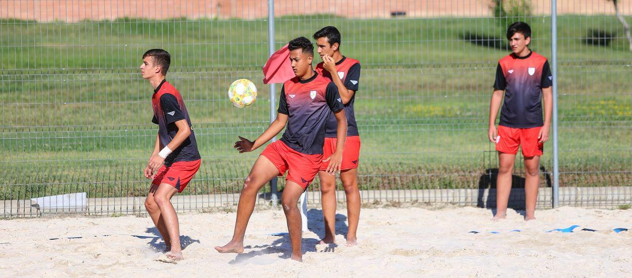 La Selección Catalana Cadete masculina de fútbol playa empieza a entrenar