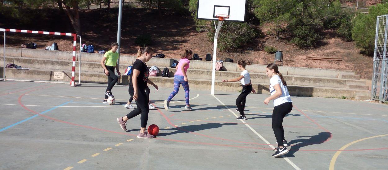 L'institut Quercus posa en pràctica les activitats d'#Orgullosa. Futbol per a la igualtat