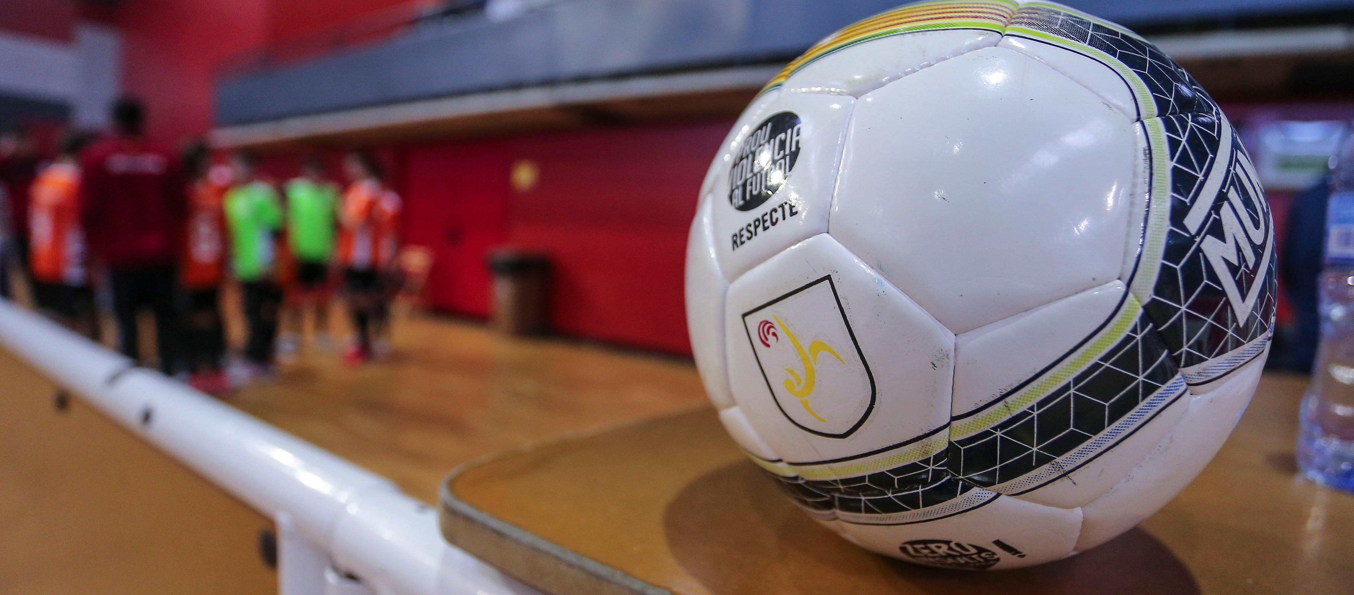 L'LCFS entrega les pilotes subvencionades als clubs de futbol sala