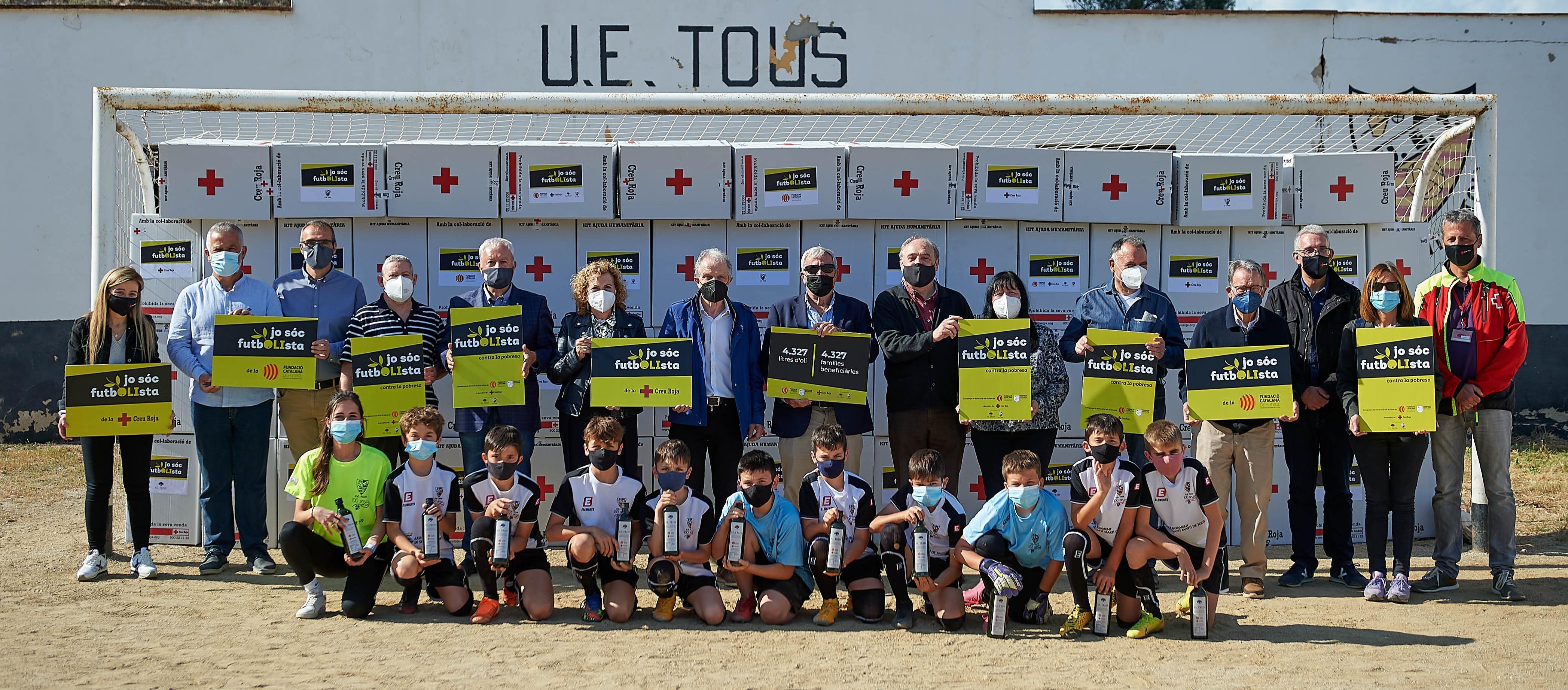 La campanya 'Jo soc futbOLIsta' dona 4.327 litres d'oli d'oliva verge extra