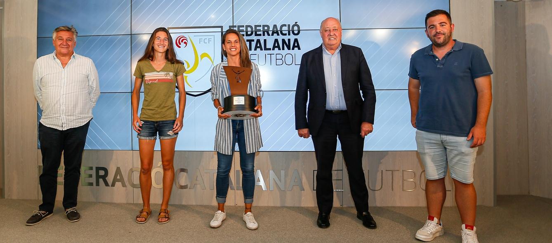 Joan Soteras entrega el títol de lliga al FC Levante Las Planas