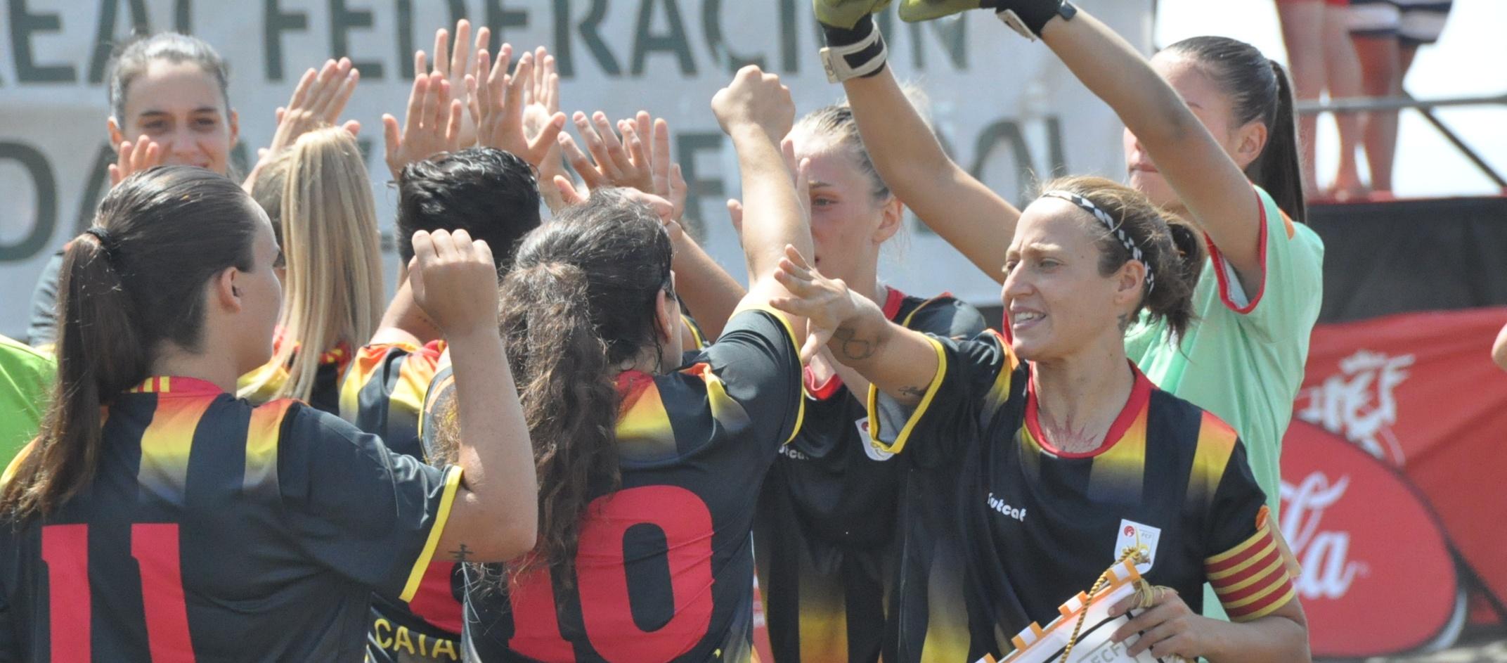 Les Seleccions Catalanes femenines de futbol platja inicien l'aventura a Alacant