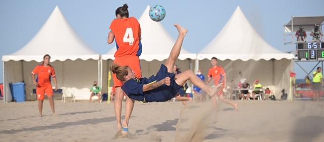 La Selecció Catalana Absoluta de futbol platja arrasa amb la Comunitat Valenciana