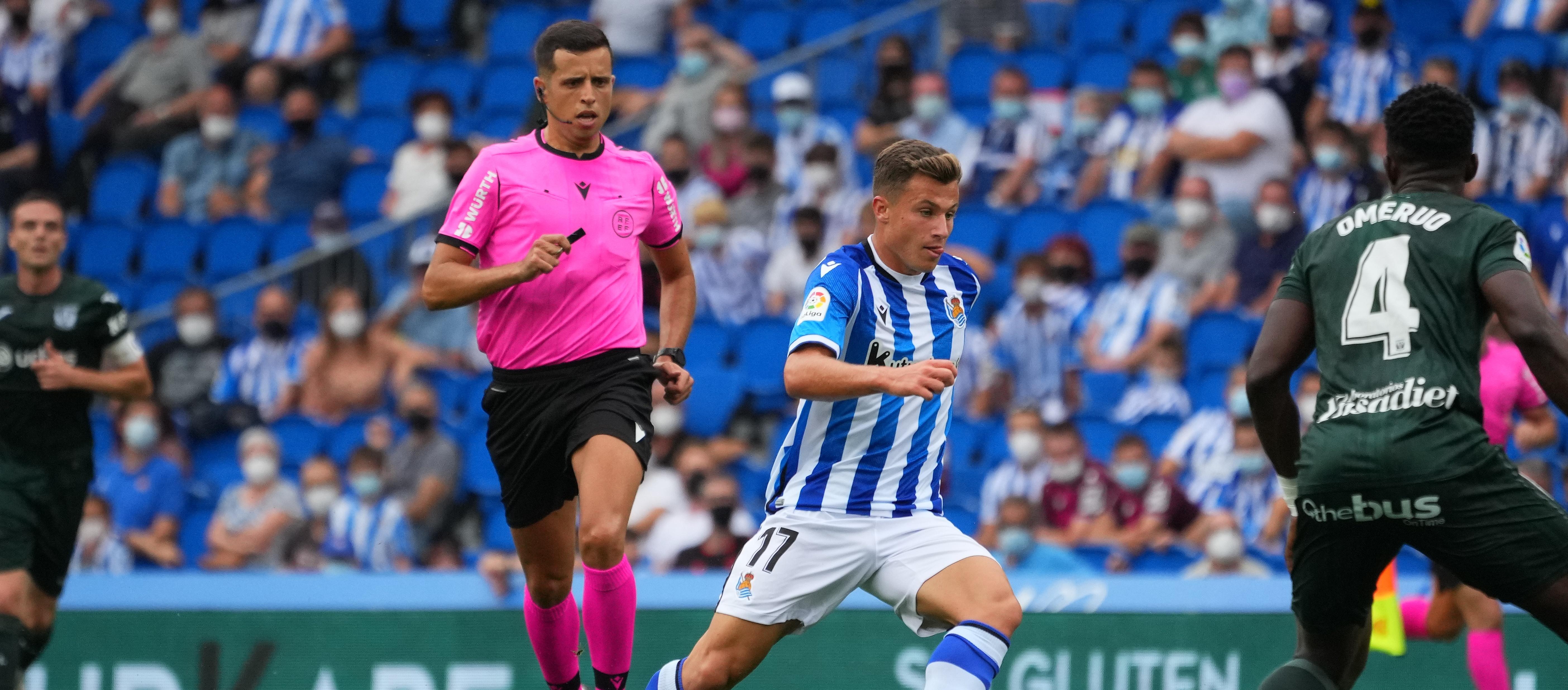 Víctor Garcia xiula el seu primer partit a la Segona Divisió 'A'
