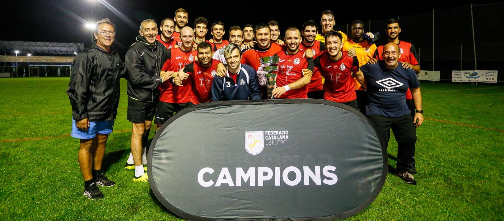 El CF Tremp aixeca una Copa Pirineus molt disputada