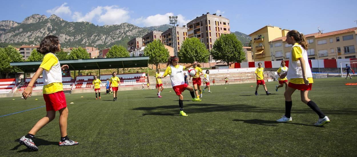 150 futbolistes donen el tret de sortida al 5è Campus de Futbol Femení de Rialp