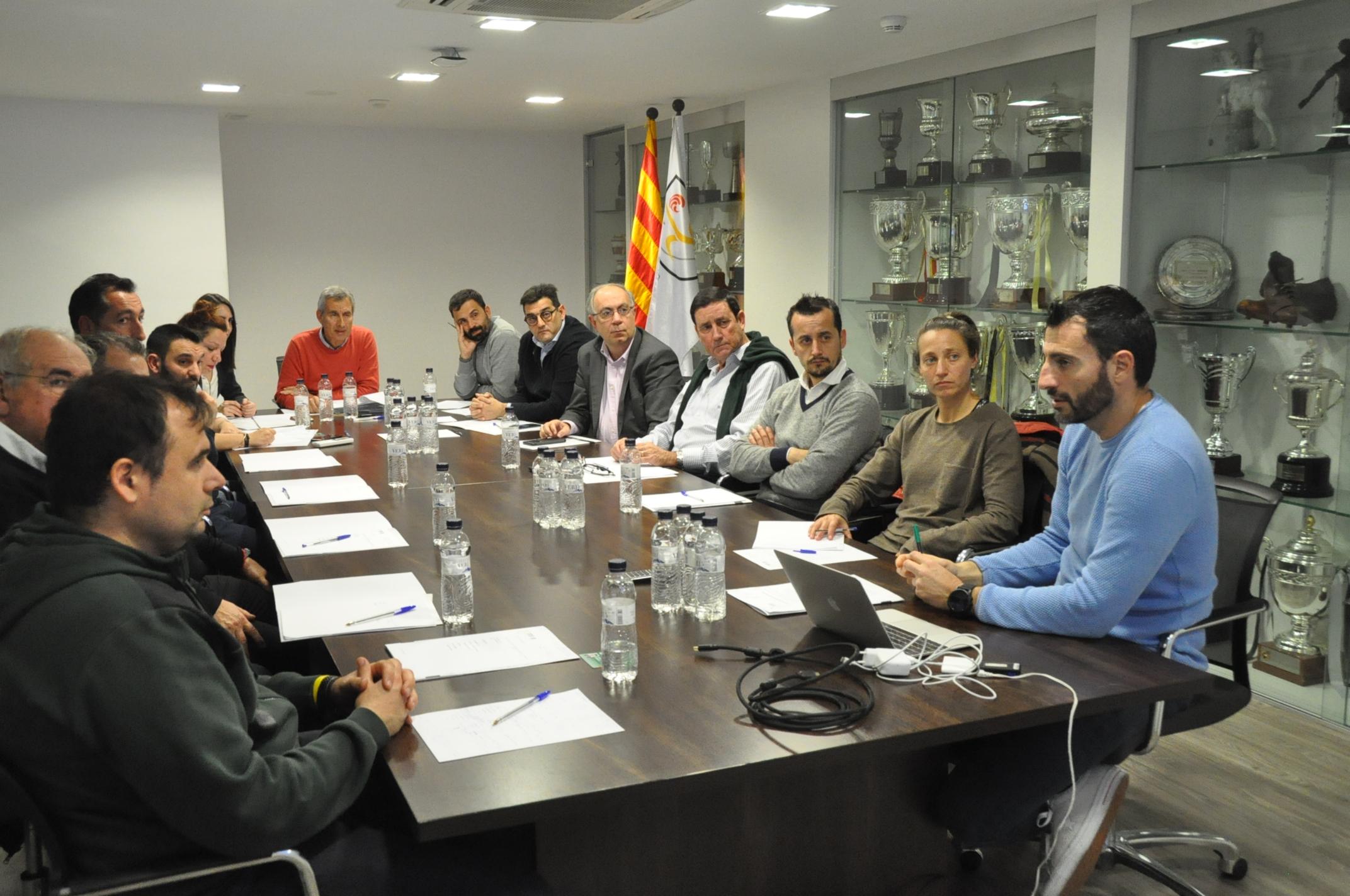 Vista general de la taula, amb els membres del Comitè Tècnic d'Entrenadors