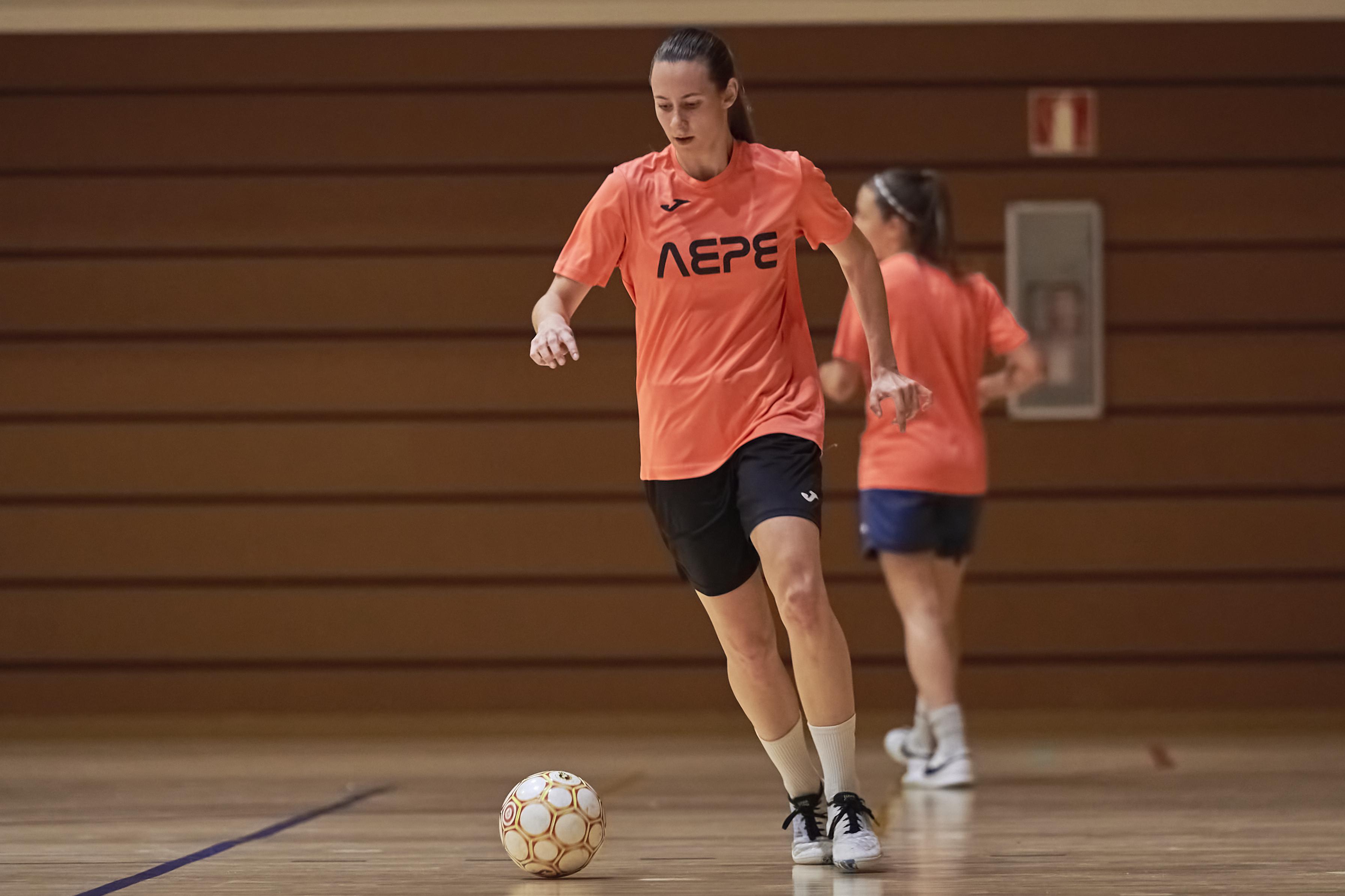 Clara Rivera, entrenant amb l'AE Penya Esplugues