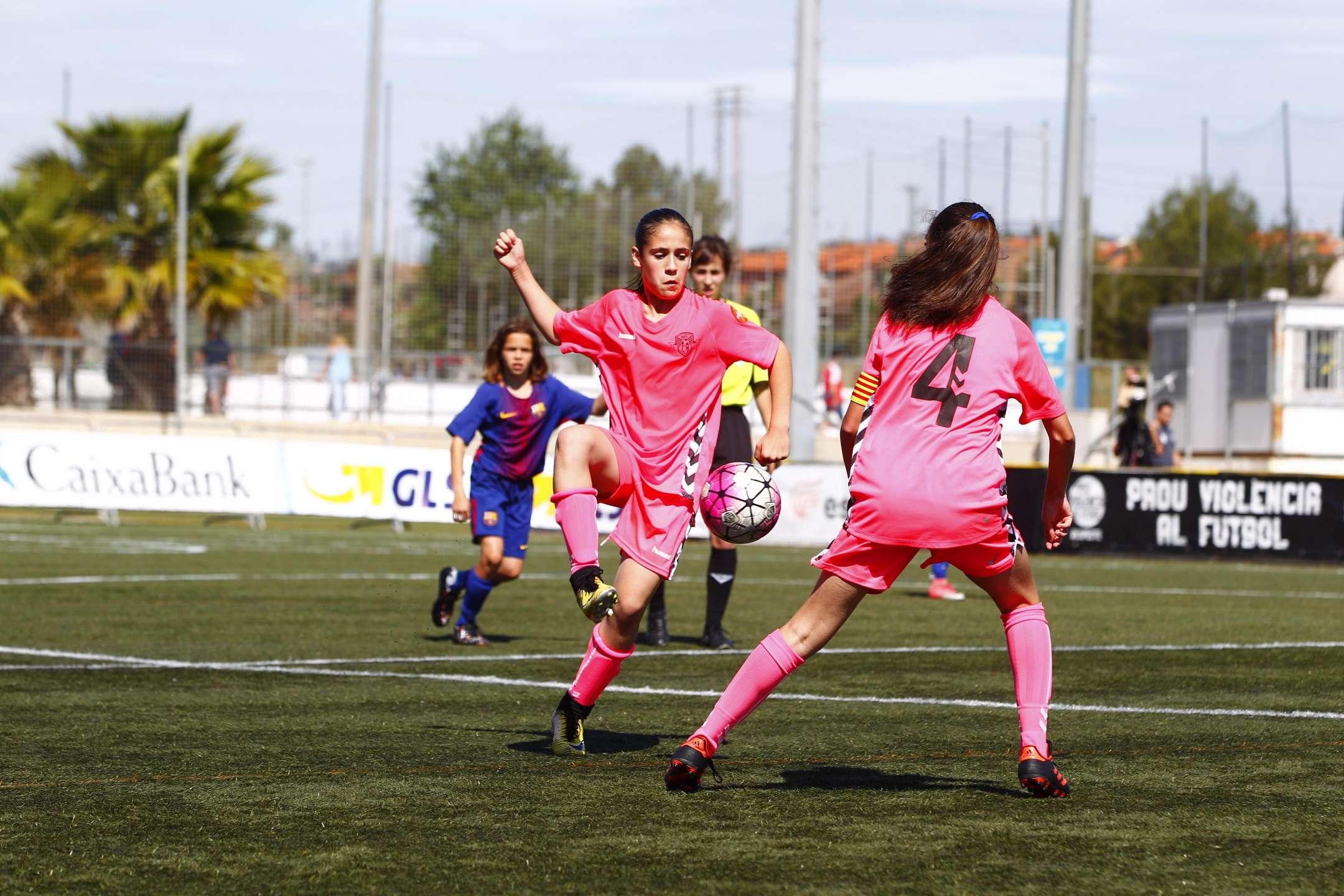 El FC Barcelona i el Femení Manu Lanzarote es van enfrontar en la final Prebrenjamí-Benjamí-Aleví femení a la 9a Festa del Futbol Català