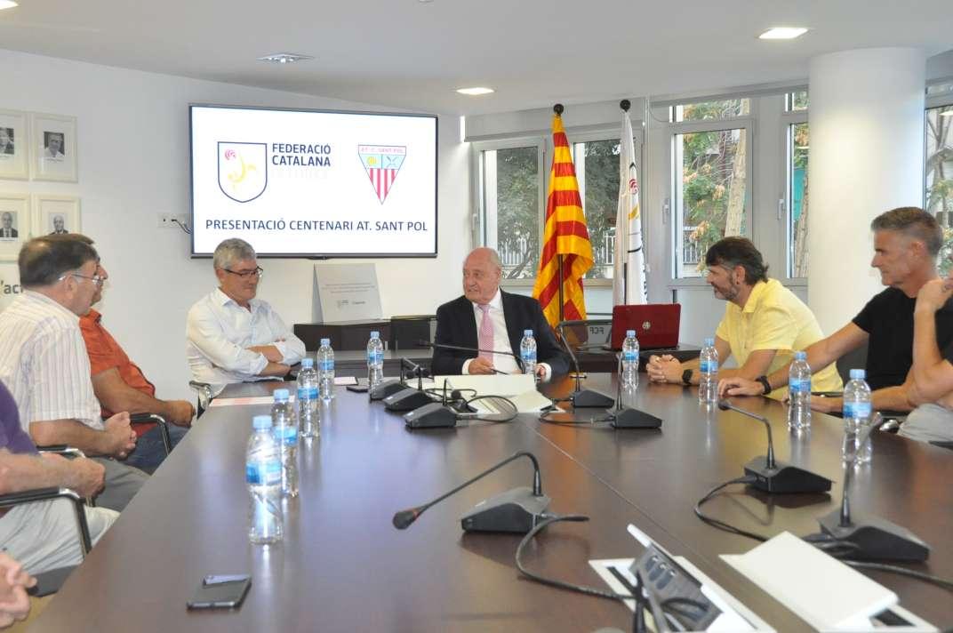 Un moment de la trobada entre els representants de l'FCF i de l'Atlètic Club Sant Pol