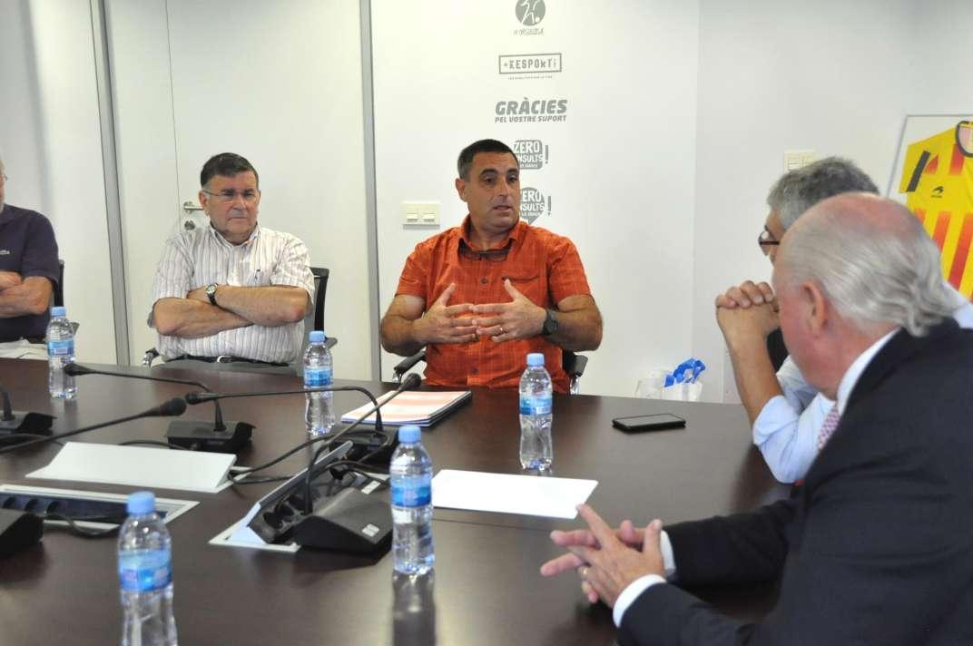 El president de l'Atlètic Club Sant Pol, Jordi Sauleda, explicant les activitats del centenari