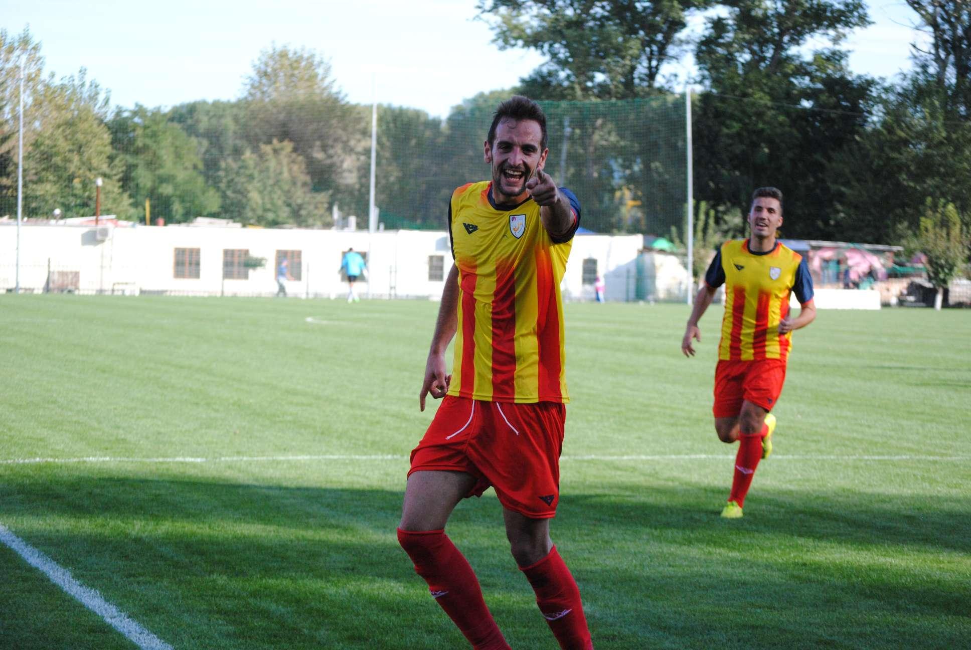 David López, celebrant el gol que va anotar en la fase continental a Moldàvia