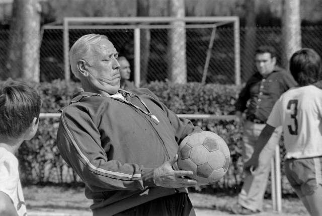 Domingo Balmanya, en un entrenament amb nens / FOTO: Arxiu Joaquim Curbet