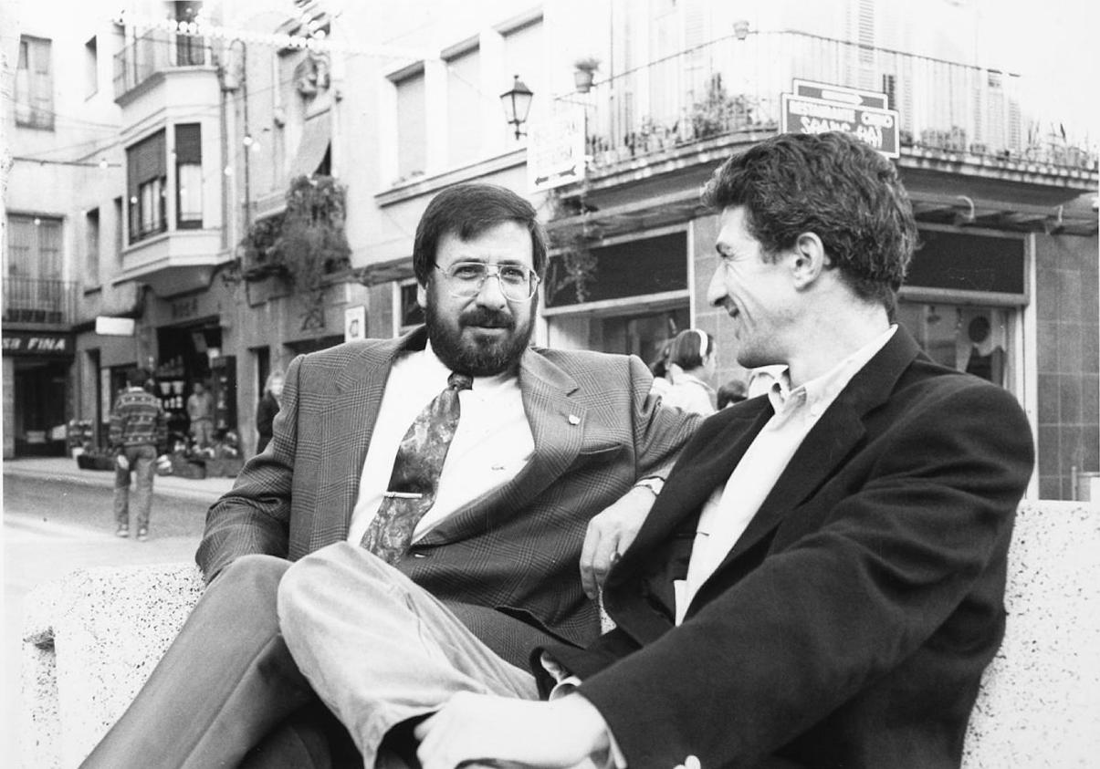 Juanjo Díaz, en la prèvia d'un Palamós CF - UE Figueres el 1993, amb el tècnic rival, Pitxi Alonso / FOTO: Àngel Reynal, Diari de Girona