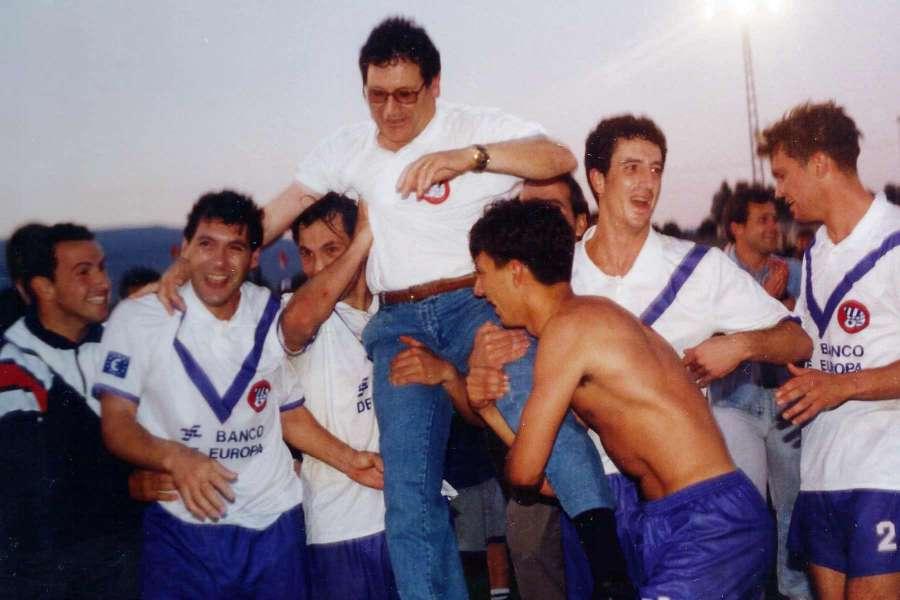 Pep Rovira va pujar el CE Europa a Segona Divisió 'B' el 1994, al camp del Pinoso CF / FOTO: Arxiu Ramon Vergés