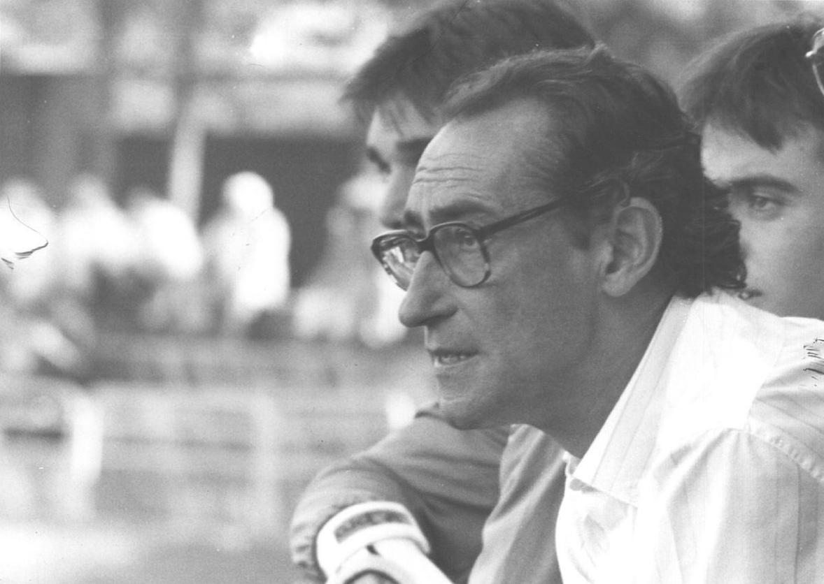 Roberto Puerto, dirigint la UE Olot l'any 1988 / FOTO: Pere Duran, Diari de Girona