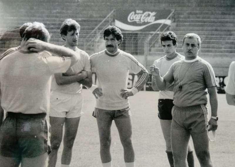 Jordi Gonzalvo, dirigint un entrenament de la UE Lleida al Camp d'Esports / FOTO: Arxiu Dani Badia
