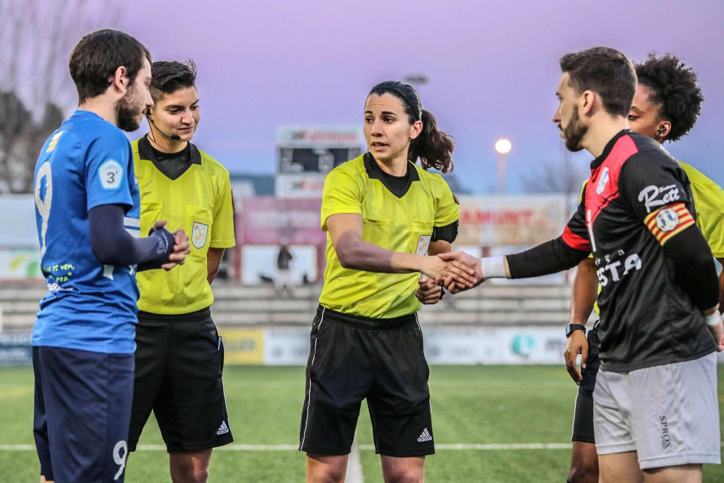 Ainara Acevedo i Ylenia Sánchez formen tàndem arbitral a la Tercera Divisió masculina / FOTO: Marc Domingo