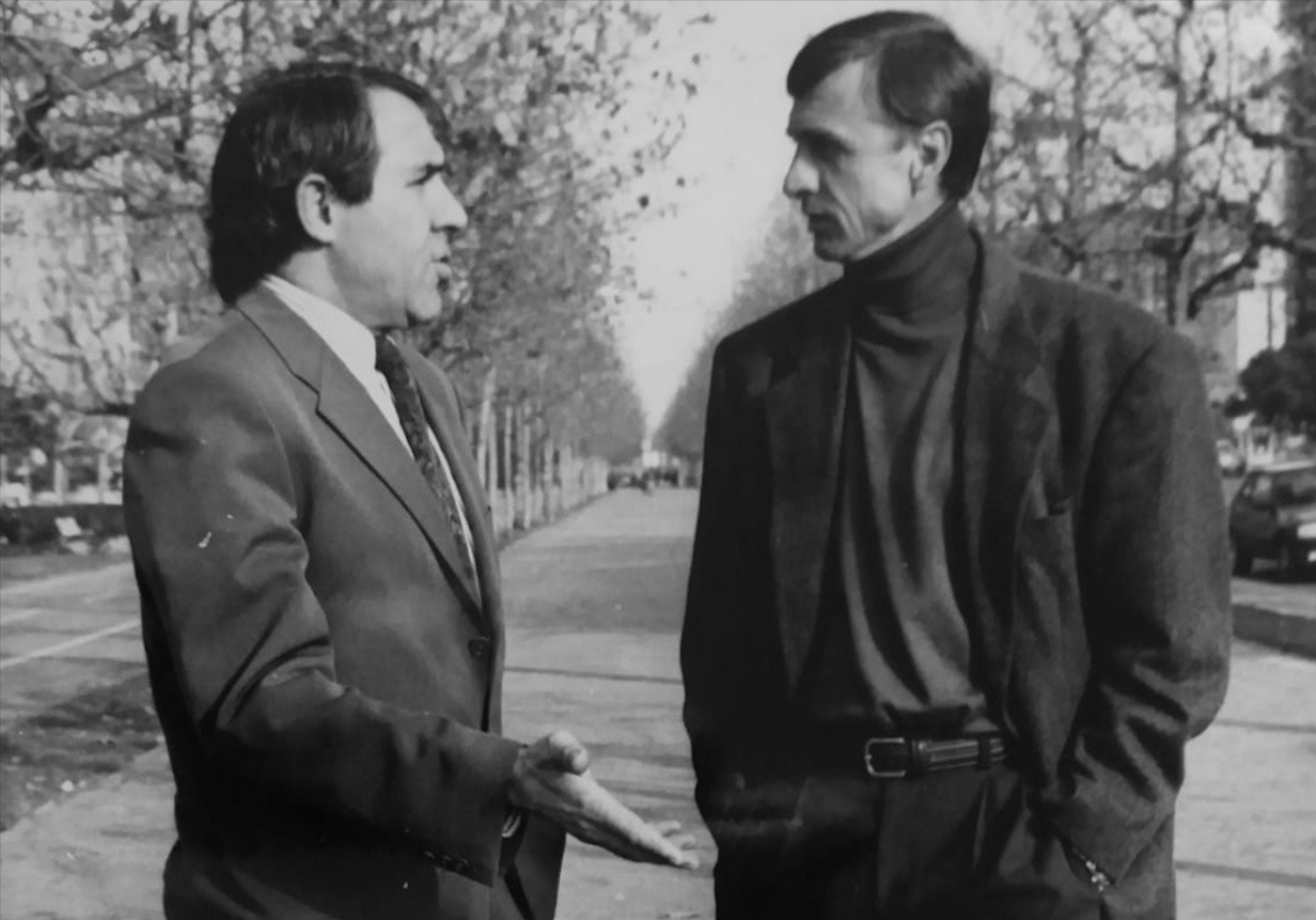 Jaume Sabaté, amb Johan Cruyff en la prèvia del derbi FC Barcelona - RCD Espanyol de la 1991-1992 / FOTO: Mundo Deportivo