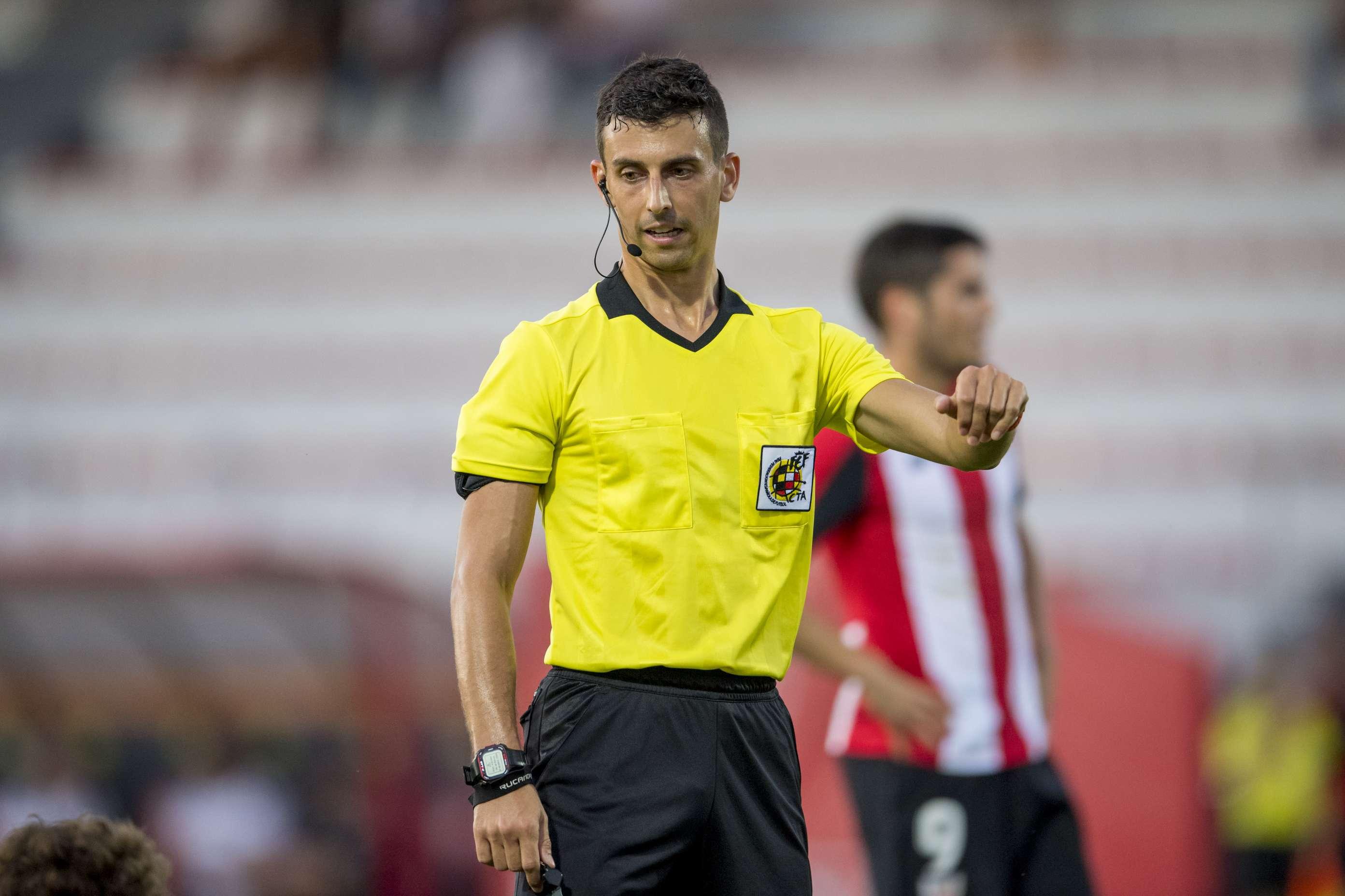 Albert Català, xiulant un partit de lliga a Lezama / FOTO: Athletic Club