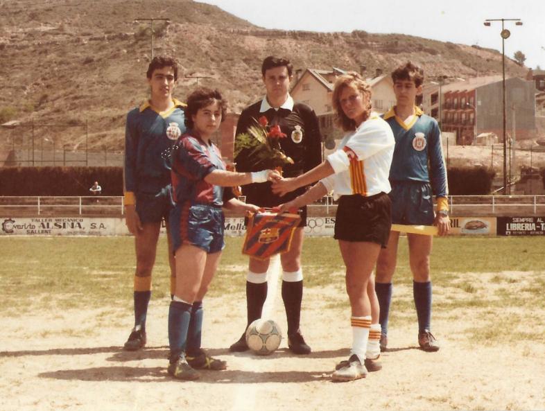 Catalunya va jugar un dels primers amistosos davant el CF Barcelona, a Sallent el 1985 / FOTO: Arxiu Maria Ángela Navas