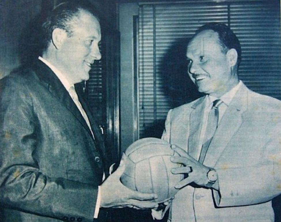 Vicenç Sasot, a la dreta, amb l'expresident del FC Barcelona Enric Llaudet / FOTO: Cihefe.es
