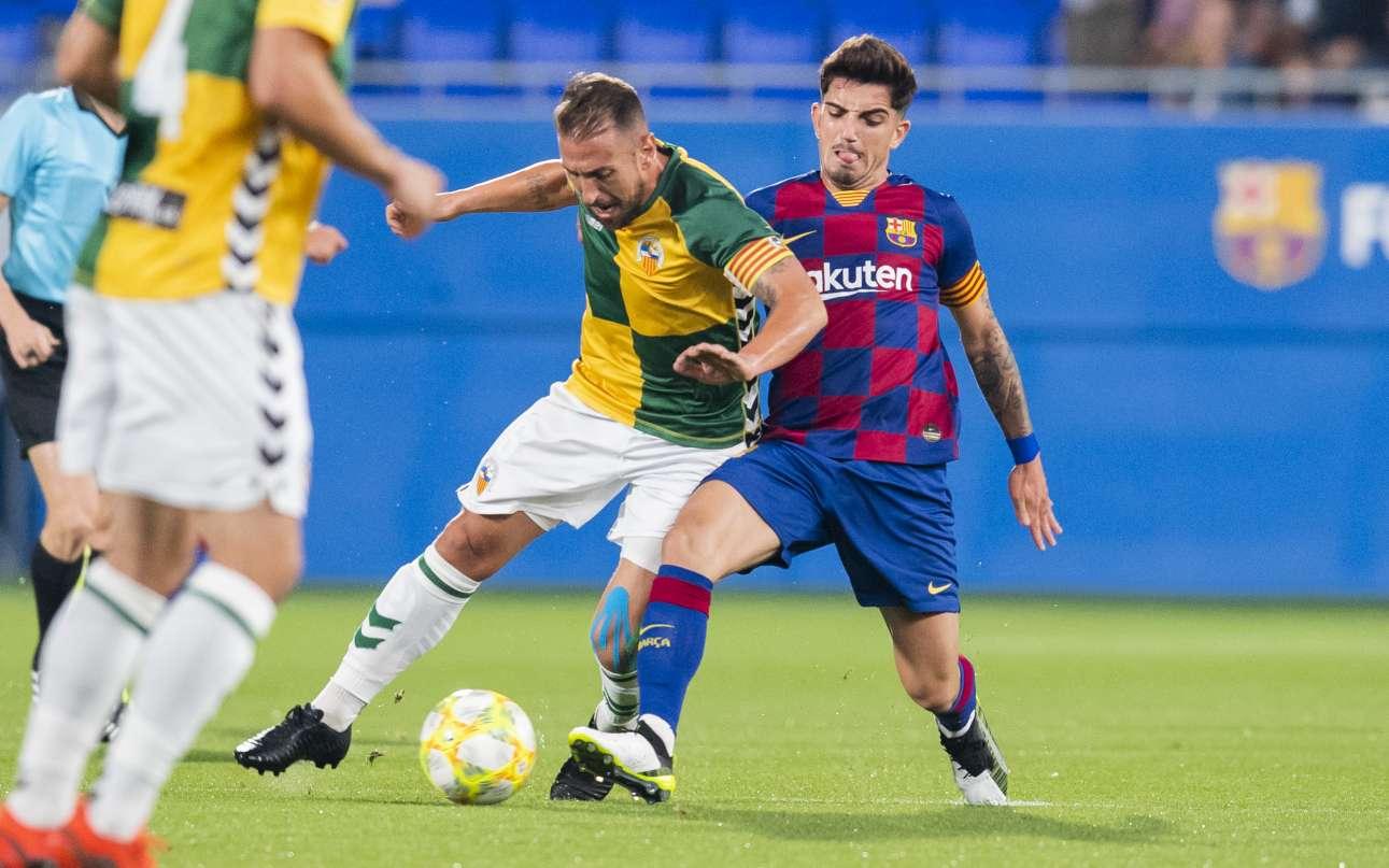 Àngel Martínez i Monchu, disputant una pilota en el FC Barcelona 'B' - CE Sabadell d'aquest curs / FOTO: FC Barcelona