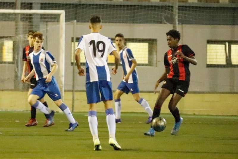 El FFB Reus - RCD Espanyol Infantil va ser l'últim partit de futbol oficial disputat a Catalunya abans del confinament. FOTO: Francisco Sánchez