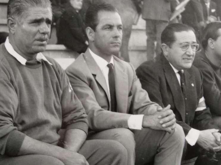 Josep Seguer, al centre, com a tècnic de la UE Lleida a la dècada dels 60 / FOTO: Arxiu Dani Badia