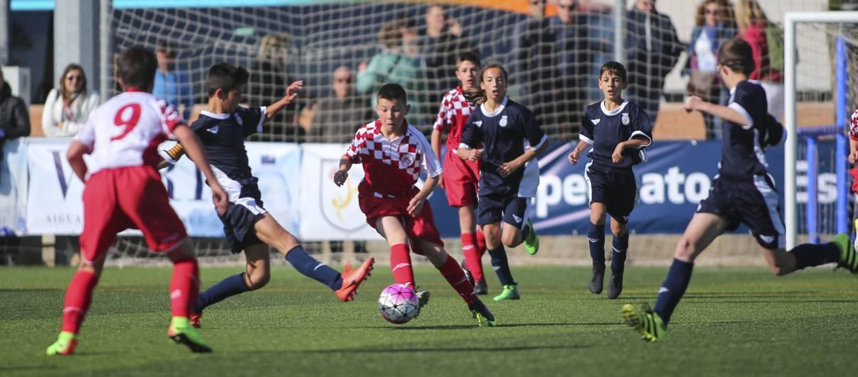 Valencia supera a Castilla y León en un partido muy disputado