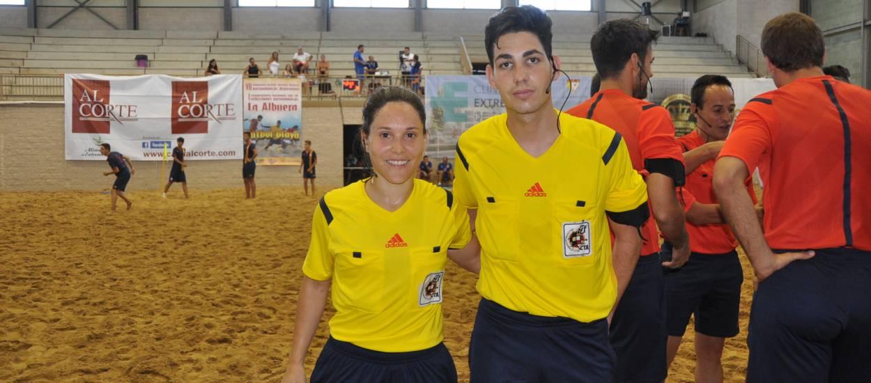 Dos àrbitres catalans representen el CTA de la FCF en el campionat estatal de futbol platja