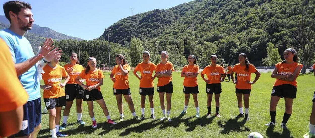 El Campus de Futbol Femení de Rialp, en marxa